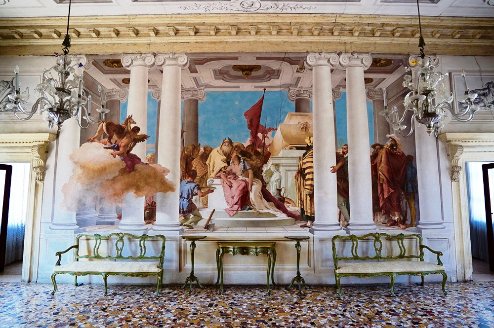 Vicenza by bike: private guided tour of the historic centre and Palladio  villas