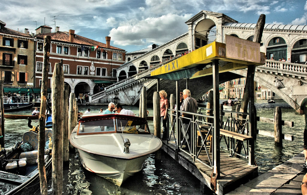 TAXIS & TRANSFERS<br>in VENICE and VENETO